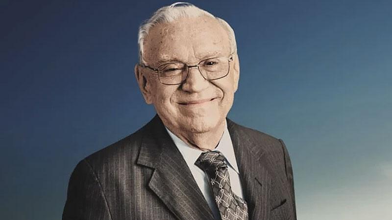 Ozires Silva é Coronel da Aeronáutica e formado em engenharia aeronáutica. Em 1969, entrou para história como o líder da equipe que trabalhou na criação da Embraer, primeira fabricante de aviões no Brasil. Imagem retirada do site Suno Research |